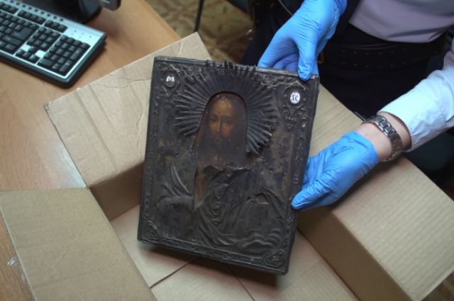 В Калининграде полицейские раскрыли кражу иконы 1812 года.