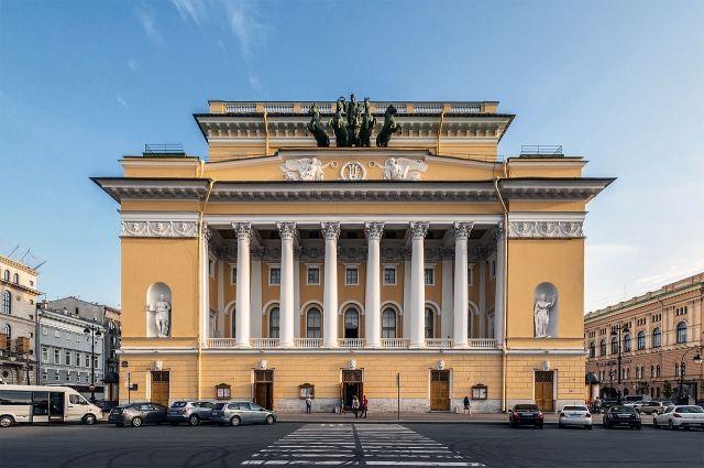 Начальник Александринского театра Попов уволился «поличным причинам», труппе представлен новый управляющий