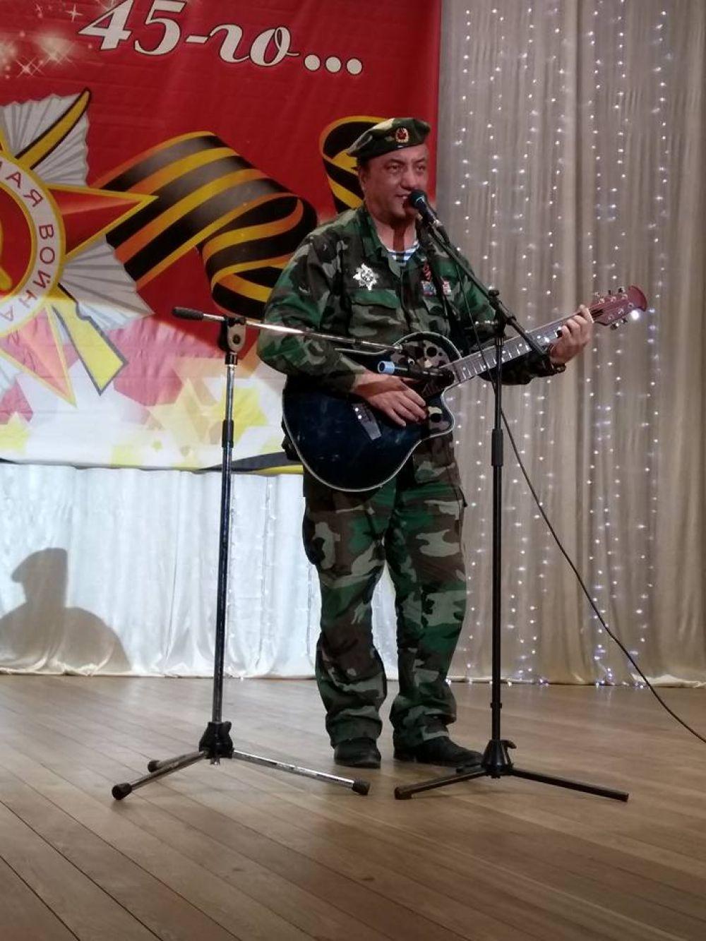 Автор-исполнитель Зинур Миналиев.