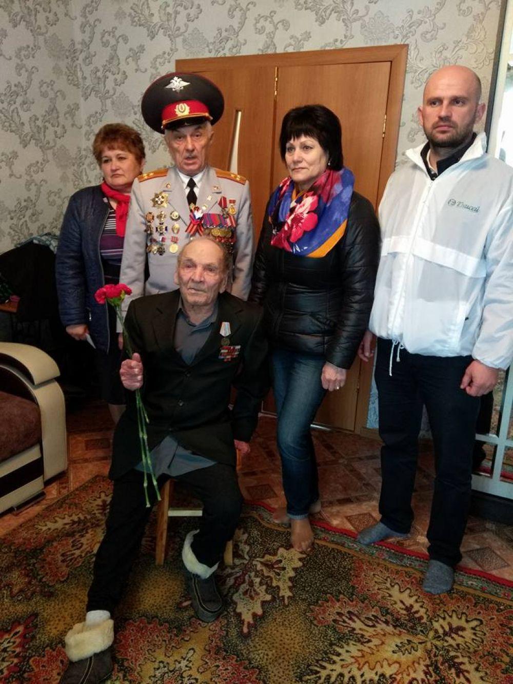 Пос. Дзержинское. Поздравляем участника Великой Отечественной войнв Резанова Льва Михайловича.