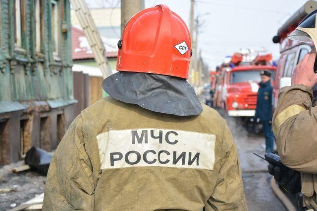 Пожарные два часа боролись с огнём.