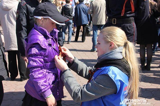 Волонтёры будут раздавать ленты с 28 апреля по 6 мая на улицах, площадях и скверах Перми. Помимо самой ленты, все желающие получат листовку с информацией об истории Георгиевской ленты и о том, как её рекомендуется носить.