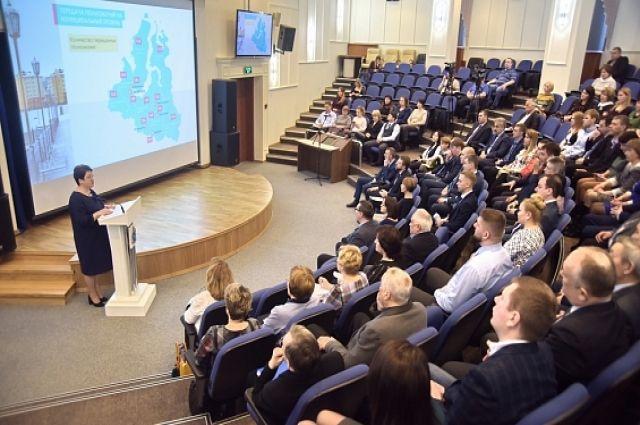 Всего в зале МВК собралось более 80 человек, свыше 40 из которых – представители общественных советов при различных ведомствах исполнительных органов региональной власти.