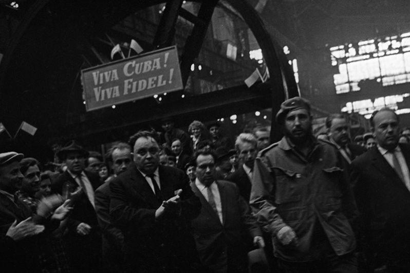Митинг работников Уральского завода тяжелого машиностроения в честь премьер-министра Республики Куба Фиделя Кастро.