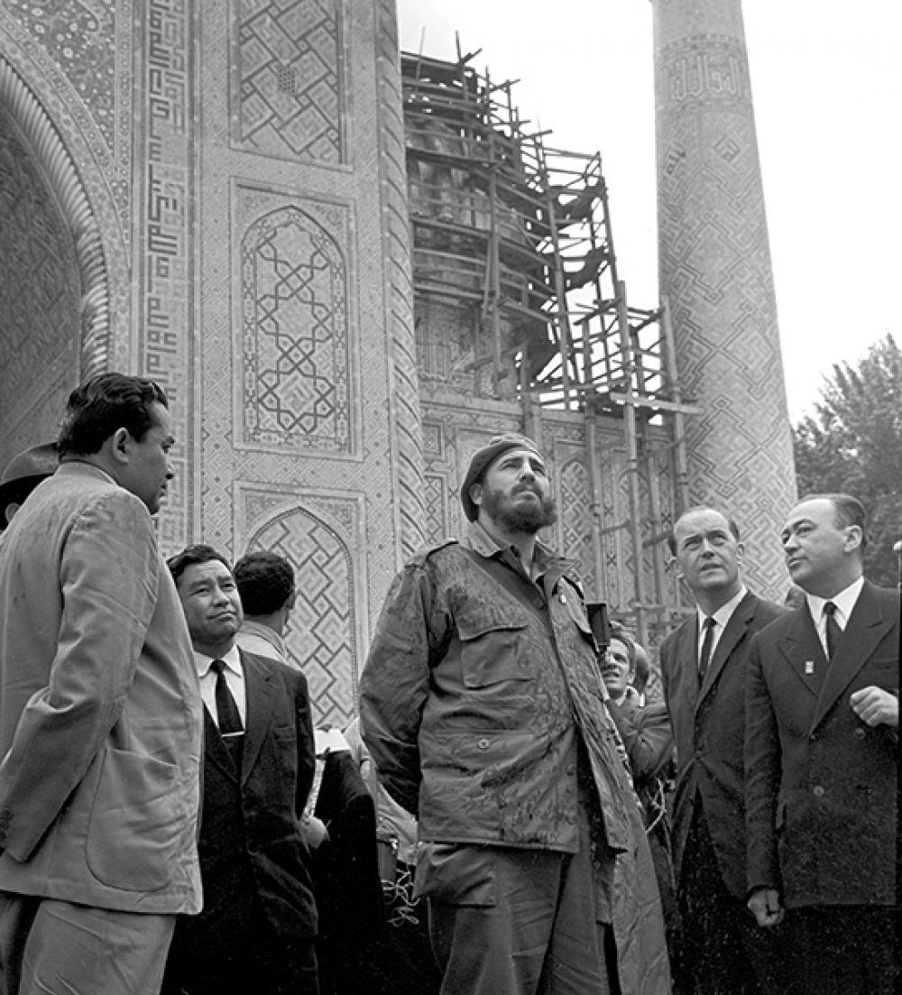 Кастро посетил Узбекскую ССР и ознакомился с достопримечательностями Самарканда.