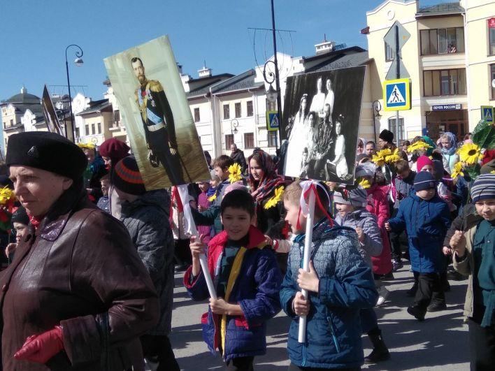 Ранее в Тобольске прошел крестный ход в честь 100-летия со дня, как Романовых вывезли из Тобольска в Екатеринбург
