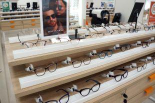 Ассортимент товаров для взрослых и детей – это более 5 тысяч моделей оправ и солнцезащитных очков, линзы и аксессуары.
