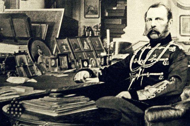 Александр II в своём кабинете.