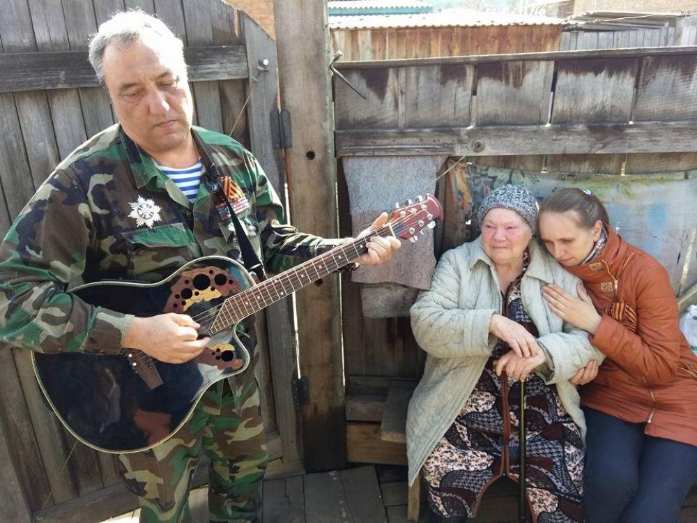 Песню про Ленинград для блокадницы поет Зинур Миналиев..