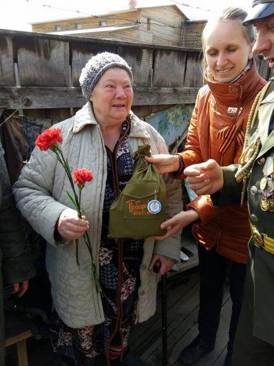 Пос. Богучаны. Поздравляем Надежду Анатольевну Лысенко. В три года ей было, когда началась блокада Ленинграда. Со слезами вспоминает те события.