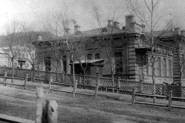 Здание музея им. Арсеньева в 1948-1949 годах.