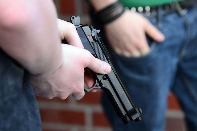 Красноярец открыл стрельбу на стоянке супермаркета вОктябрьском районе