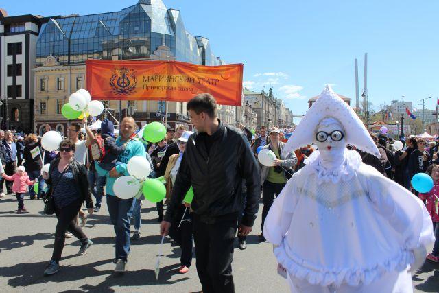 Труженники высокой культуры тоже выходят на центральные улицы.