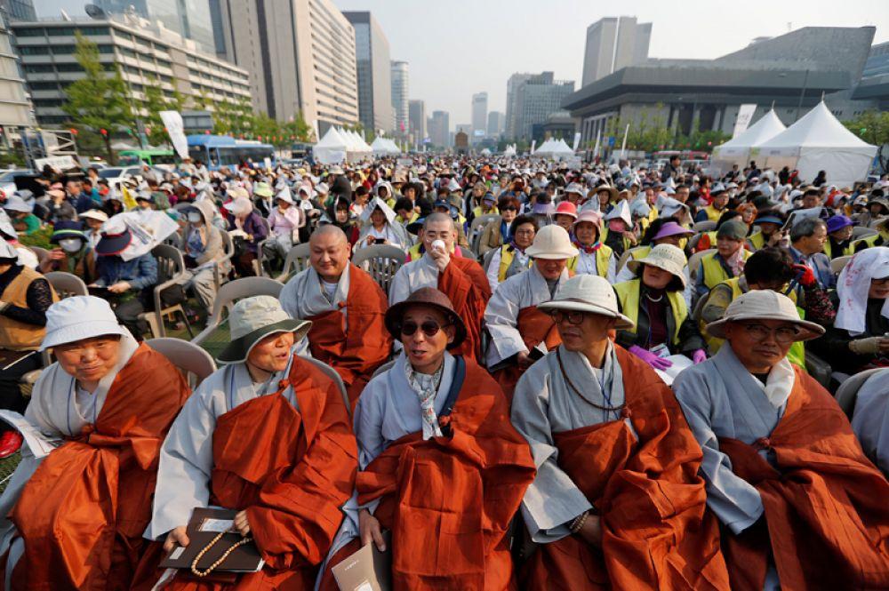 Тем временем в Сеуле проходит митинг в поддержку успешного прохождения саммита.