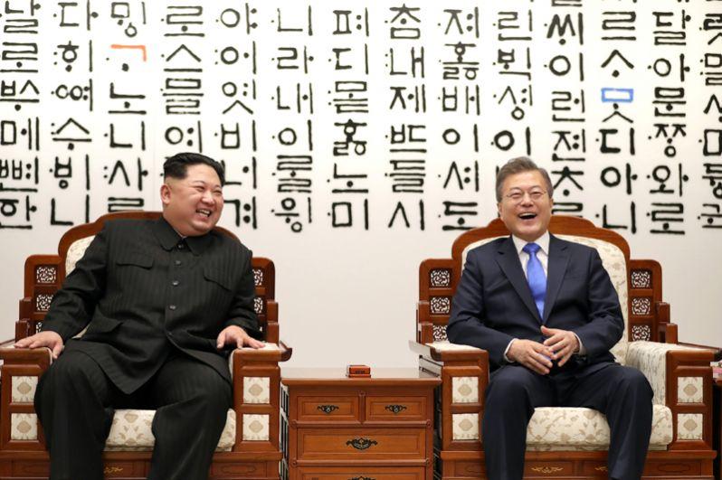 Мун Чжэ Ин и Ким Чен Ын в Доме Мира.