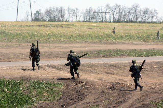 Ополченцы ДНР во время бригадных учений.