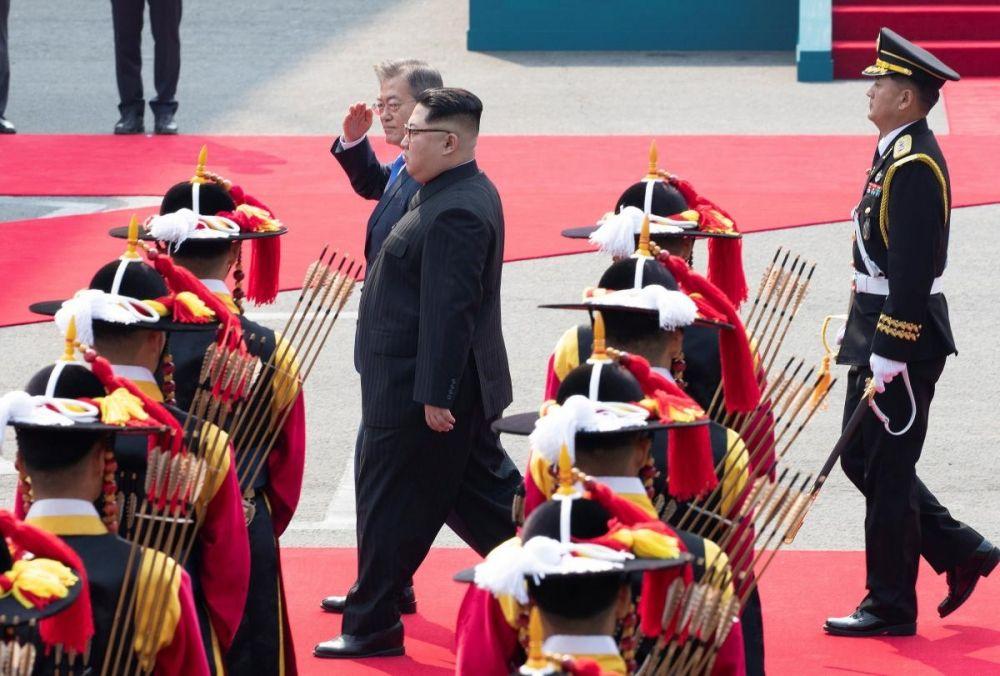 Почетный караул отдает честь президенту Южной Кореи Мун Чже Ину.