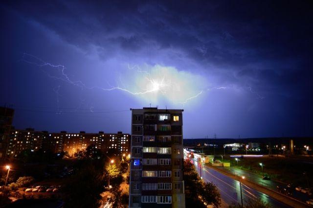 МЧС региона: в Оренбуржье усиливается ветер и ожидается гроза