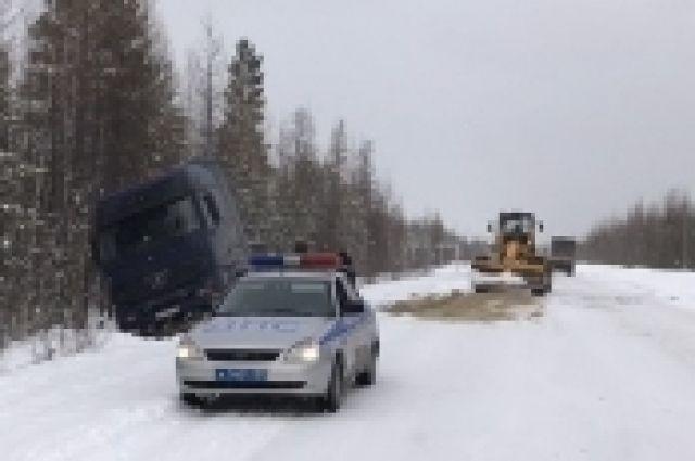 В течение суток автоинспекторами оказана помощь пяти водителям, попавшим в снежный плен.