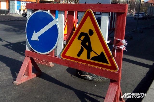 На улице Железнодорожной в Калининграде начали ремонт дороги.
