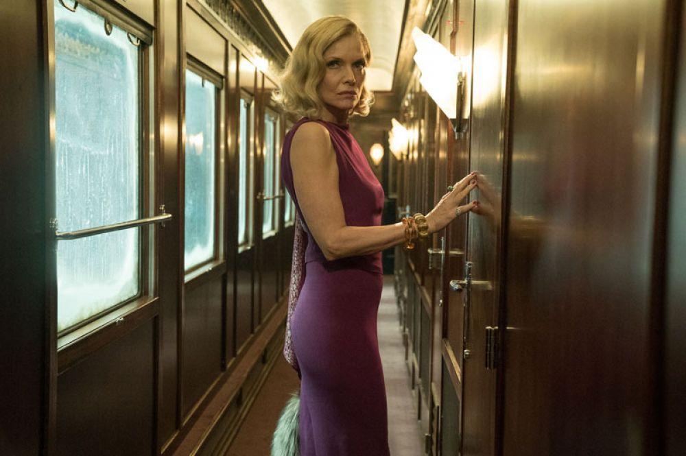 """После этого Пфайффер сделала перерыв в карьере. Одним из последних вышедших на экраны фильмов с ее участием стал «Убийство в """"Восточном экспрессе""""» (2017), где актриса сыграла роль миссис Хаббард."""