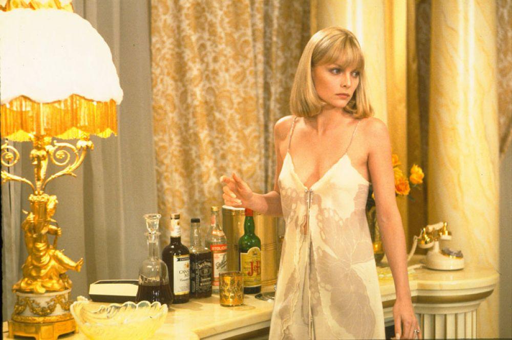 Прорыв в актерской карьере Пфайффер произошел после съемок в фильме Брайана де Пальмы «Лицо со шрамом» (1983), где она сыграла жену наркобарона Фрэнка Лопеса Эльвиру Хэнкок.