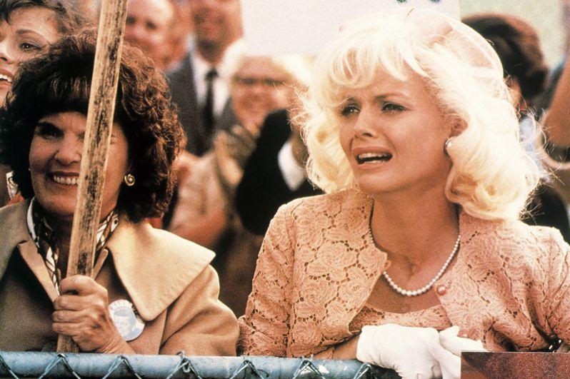 Следующие номинации на «Оскар» и «Золотой глобус» Пфайффер получила за роль в фильме «Поле любви» (1992), где сыграла страстную поклонницу первой леди США Жаклин Кеннеди Лурин Хэллетт.