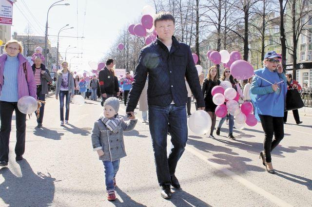 Дмитрий Фёдоров: «Каждый год всей семьёй мы ходим на первомайскую демонстрацию, а 9 Мая участвуем в параде, в районном шествии с возложением цветов к памятным местам».