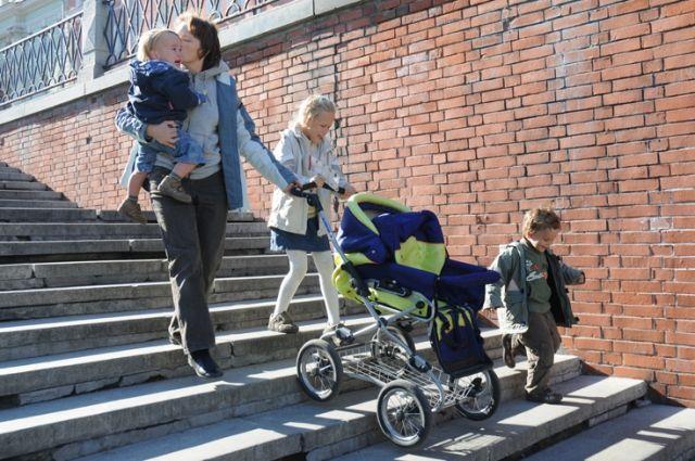 В республике пообещали не лишать поддержки многодетные семьи.