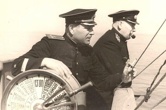 Азовчанин Николай Зиновьев (на переднем плане) всю жизнь посвятил флоту.