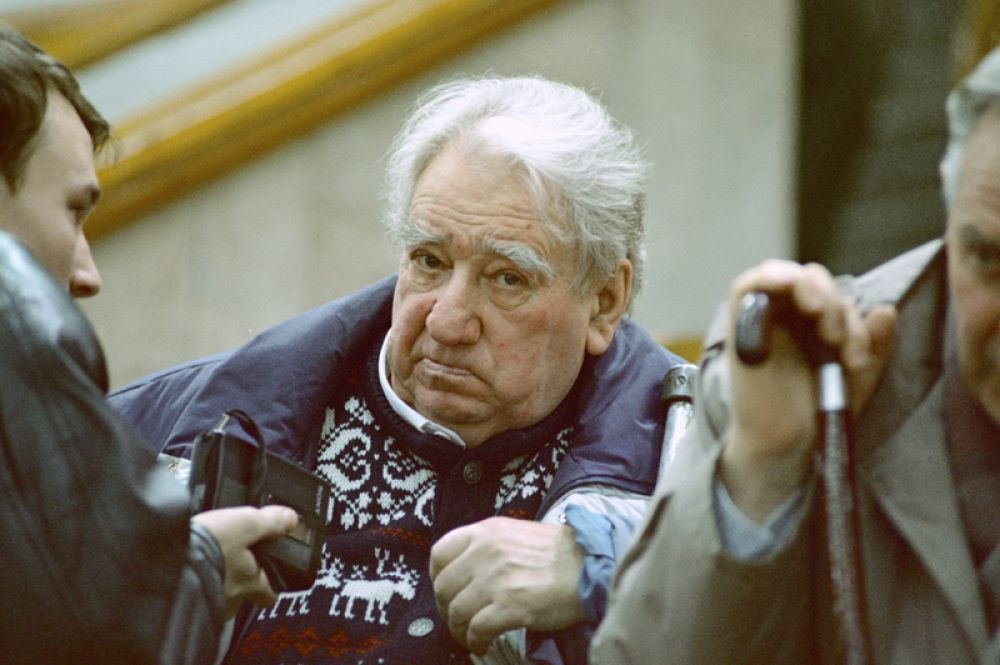 Футболист, хоккеист и тренер по этим видам спорта, заслуженный мастер спорта СССР, заслуженный тренер СССР Анатолий Тарасов.