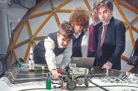 Увлечение ребят робототехникой из забавы может превратиться в профессию.