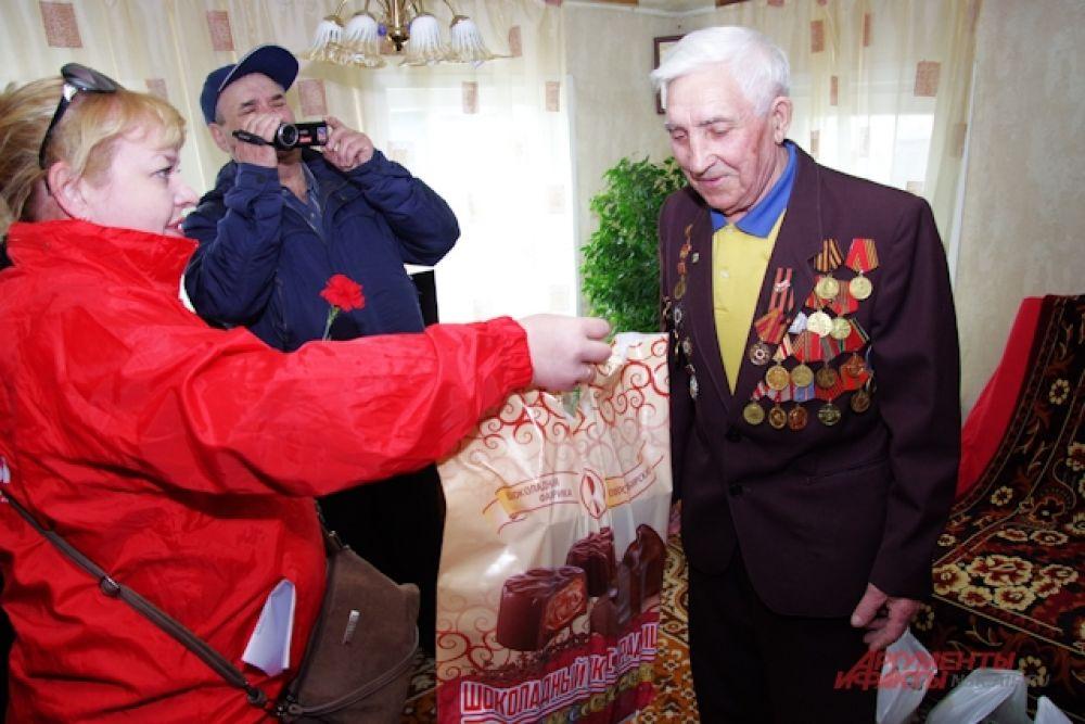 Ветеран Великой отечественной войны Иван Васильевич Анисимов. Сколько орденов на груди!