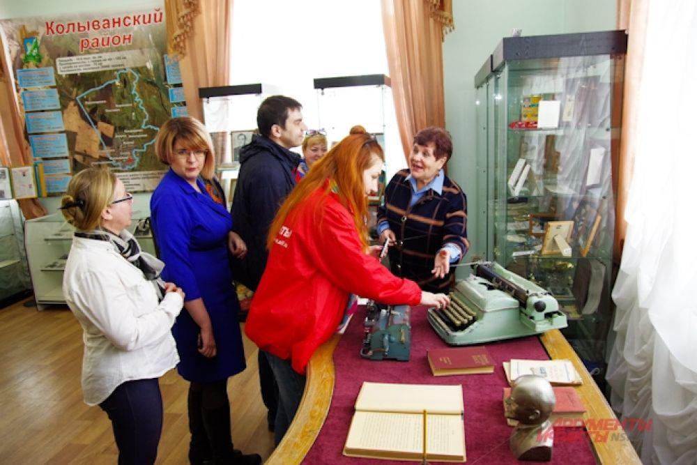 Автопробег добрался до Колыванского краеведческого музея.