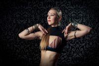 Танцы трайбл-фьюжн развивались тесно с разветвлением жанров электронной и этнической музыки.