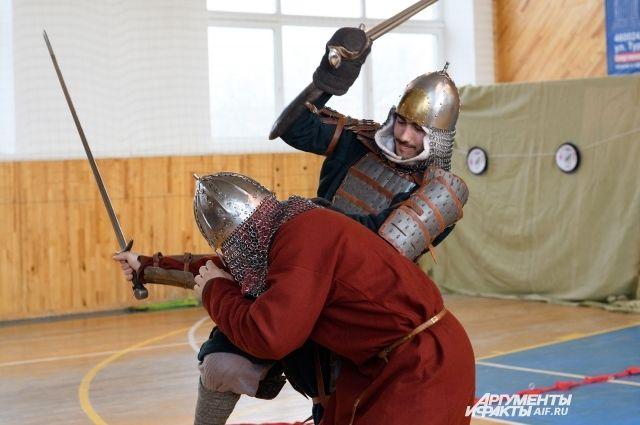 В Оренбурге прошел турнир по историческому фехтованию «Путь воина».