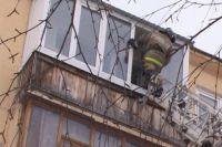 Собака застряла на балконе.