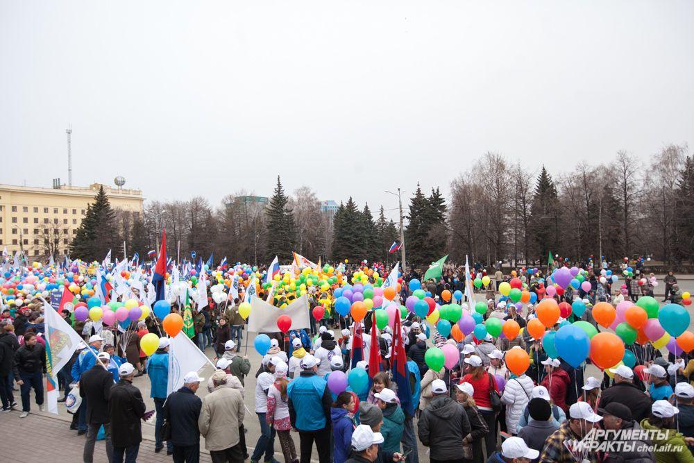 По прогнозам организаторов, первомайский митинг должен был собрать около 16 тысяч челябинцев.