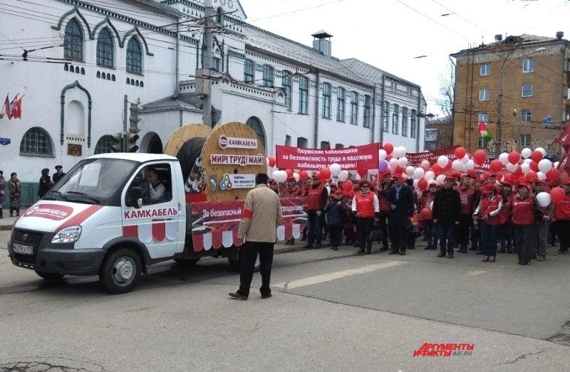 Участники выстраивались в колонны на Комсомольском проспекте и прилегающих к нему улицам.