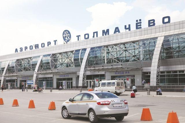 Территория аэропорта вНовосибирске покрылась плотным слоем дыма