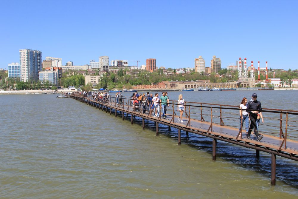 Многих интересовали прогулки на катере по реке Дон.