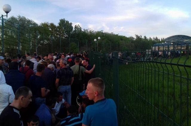 Штурм на украинской границе: украинцы стоят в очередях на пунктах пропуска