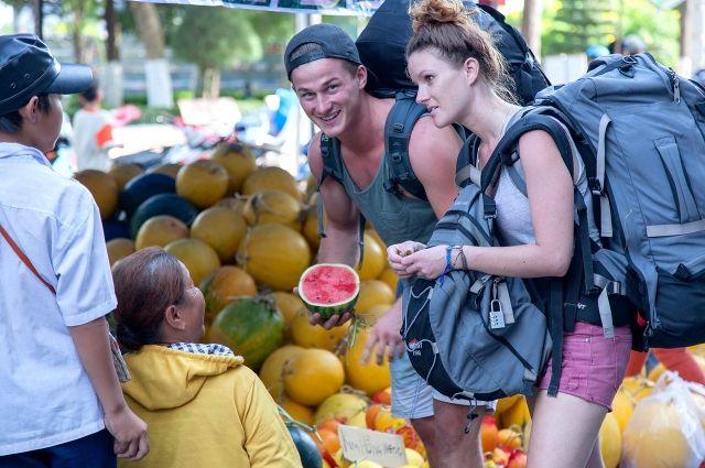 Выбирать пищу туристам советуют очень внимательно.