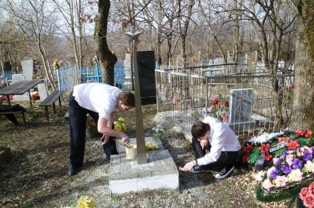 Оренбуржцы приведут в порядок могилы ветеранов.