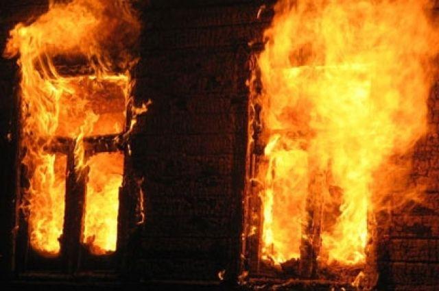Предварительная причина пожара – неосторожность при курении.