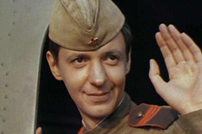 «Дачная поездка сержанта Цыбули» (1979). Сержант Цибуля служит в разведке и на хорошем счету у командования. Его новое задание — отправиться в «дачную поездку», то есть прыгнуть ночью с парашютом к партизанам и помочь им взорвать мост. Приземлился Цибуля не совсем там, где было нужно, а прямо в расположение немецких войск, но не растерялся, нашел подпольщиков и после серии приключений все же добрался до нужного моста. Главную роль в картине исполнил украинский актер Сергей Иванов — «Кузнечик» из фильма «В бой идут одни «старики».