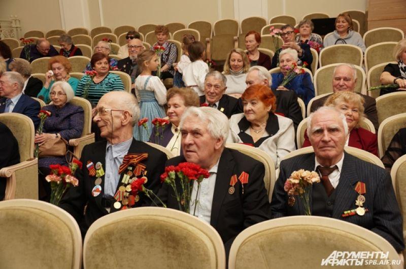Ветераны рады были услышать любимые военные песни.