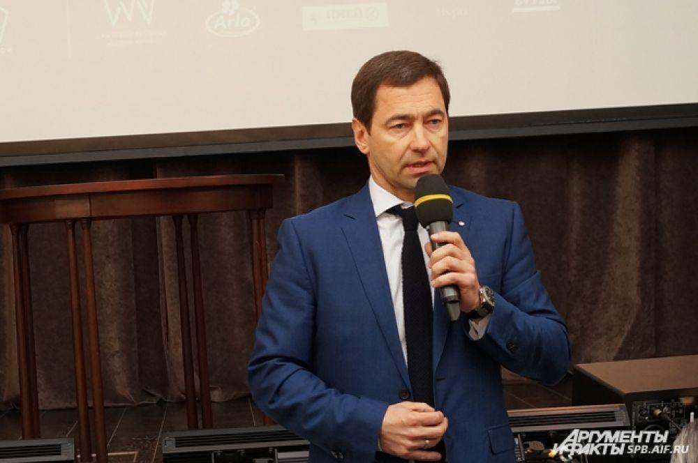 С приближающимся праздником ветеранов поздравил заместитель председателя Северо-Западного банка ПАО Сбербанк Анатолий Песенников.