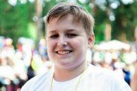 Данил — веселый и улыбчивый мальчик.