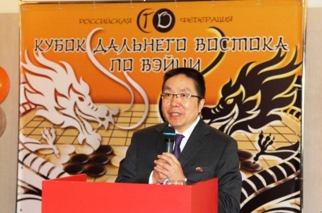 Генеральный консул Китая во Владивостоке Янь Вэньбинь открыл первый на Дальнем Востоке кубок го.